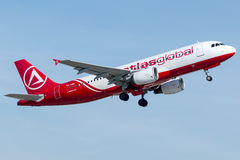 Global TC--ABLkartbok, flygbuss A320 -200 Royaltyfria Bilder