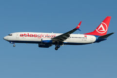 Global TC--SNTkartbok, Boeing 737 - 800 Royaltyfri Foto
