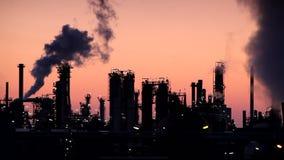 Global uppvärmning - fabriksskorsten Arkivfoto