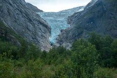Global uppvärmningglaciär briksdal glaciär i Briksdalbreen, Norge arkivbilder