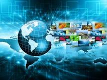globala internet för bäst affärsidé Jordklotet som glöder fodrar på teknologisk bakgrund Elektronik Wi-Fi, strålar arkivfoto