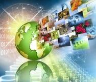globala internet för bäst affärsidé Jordklotet som glöder fodrar på teknologisk bakgrund Wi-Fi strålar, symboler Fotografering för Bildbyråer