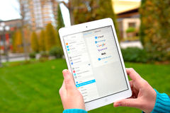 Globale E-Mail-Services auf Ipad Stockfoto
