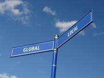 Globaler und lokaler Signpost Stockbild