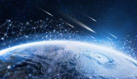 Globales Informationsnetz über dem Planeten Erde wird durch digitale Daten umgeben stockbilder