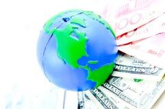 Globales und Bargeldgeld Lizenzfreies Stockfoto