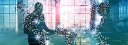Globales Weltkarte-Doppelbelichtungs-Netz Telekommunikation, internationales Geschäft Internet und Technologiekonzept stockfoto