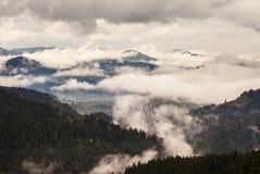 globalne ocieplenie duże krajobrazowe halne góry Chmury i mgła Obrazy Royalty Free
