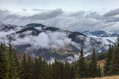 globalne ocieplenie duże krajobrazowe halne góry Chmury i mgła Obraz Royalty Free