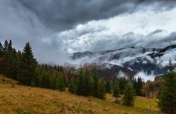 globalne ocieplenie duże krajobrazowe halne góry Chmury i mgła Obrazy Stock