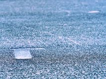 globalne ocieplenie Topić łamany lodowiec w zatoce Wiosna krajobraz z stapianiem lodowy floe Obraz Royalty Free