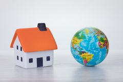 Globalnego nagrzania pojęcie z eco domem Fotografia Royalty Free