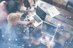 Globalnego strategii ikony wykresu interfejsu Podłączeniowego Wirtualnego diagrama Marketingowy badanie Grupowych Młodych Coworke obraz stock