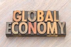 Globalnej gospodarki słowa abstrakt w drewnianym typ Obrazy Stock