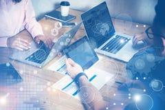 Globalny Podłączeniowy Wirtualny ikona diagrama interfejs Wprowadzać na rynek Reserch Biznesu Brainstorming Drużynowy spotkanie C Obrazy Royalty Free