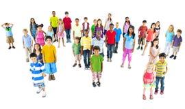 Globalt begrepp för världskarta för barngemenskapkamratskap Arkivfoton