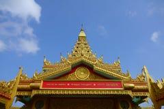 Globalt inlägg för Vipassana pagodtillträde Arkivbild