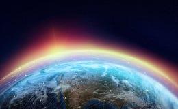 Globalt nätverk över planeten Jorden omges av en rengöringsduk av digitala data vektor illustrationer