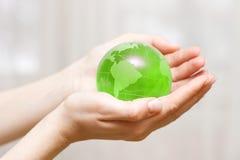 Globe à disposition images libres de droits