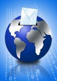 globe 3d avec l'enveloppe d'email Images libres de droits