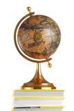 Globe antique sur des livres Photo libre de droits