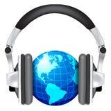 Globe avec des écouteurs Photo stock
