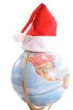 Globe avec l'upclose de verticale de chapeau de Santa Photographie stock libre de droits