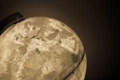 Globe avec la carte de la politique là-dessus Image libre de droits
