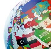 Globe avec les drapeaux nationaux photographie stock