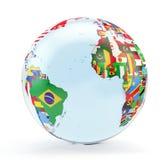 Globe avec les drapeaux nationaux photographie stock libre de droits