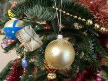 Globe bleu de Noël Photos libres de droits