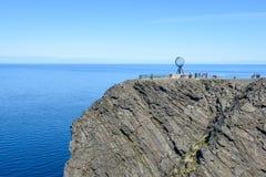 Globe célèbre sur le cap du nord Nordkapp dans Finnmark, Norvège du nord photos stock