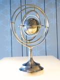 Globe : Décoration d'acier de rotation de carte du monde Photos libres de droits