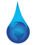 Globe dans le waterdrop Images stock