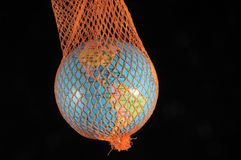 Globe dans un filet Images libres de droits
