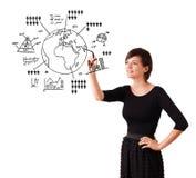 Globe de dessin de jeune femme avec des diagrammes d'isolement sur le blanc Photographie stock