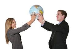 Globe de fixation d'équipe d'affaires photographie stock libre de droits