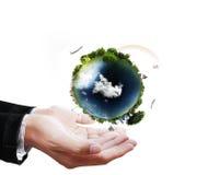 Globe de la terre dans des ses mains Photo stock