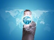 Globe de la terre de prise d'homme d'affaires Images libres de droits