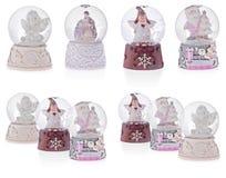 Globe de neige avec les anges, la Santa Claus, la Mary sainte, le bébé Jésus et le J Photographie stock libre de droits