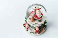 Globe de neige avec Santa Claus à l'intérieur Images libres de droits