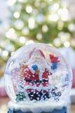 Globe de neige avec Santa Claus Images stock