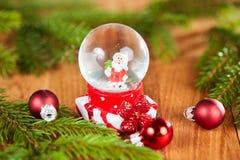 Globe de neige avec Santa pour Noël Photo libre de droits