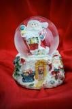 Globe de neige dans la Santa Image stock