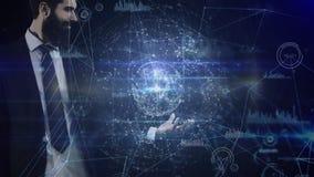 Globe de rotation de participation d'homme d'affaires entouré par des connexions de données banque de vidéos