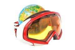 Globe derrière le masque de ski de montagne d'isolement sur le blanc Photo libre de droits