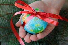 Globe à disposition Images stock