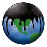Globe du monde de revêtement de flaque de pétrole Photographie stock libre de droits