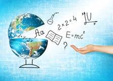 Globe et symboles de l'école Concept éducatif Illustration 3d de concept éducatif De nouveau au concept d'école Photos stock