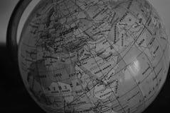 Globe géographique en noir et blanc Image libre de droits